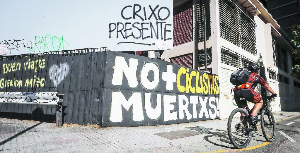 En Santa Isabel con Carmen, en Santiago Centro, un autobus del Transantiago arrolló el viernes a Christián Martínez (30 años), quien falleció.